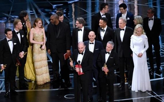 Le quitan el Oscar a La la land