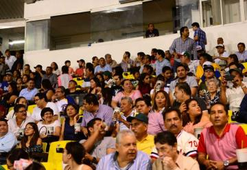 Tabasqueños abarrotan el Centenario para ver a los Olmecas