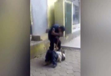 VÍDEO: Policía humilla a indigente