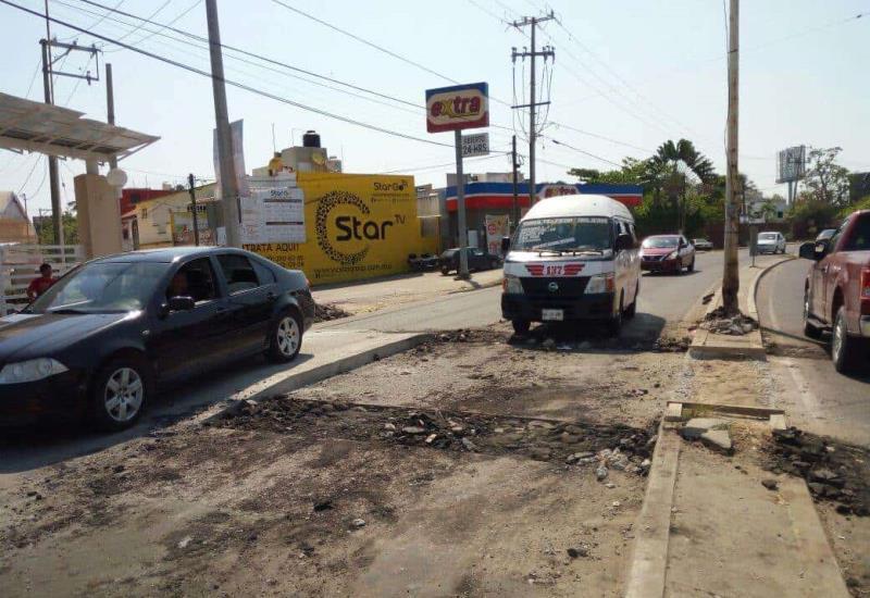 Detienen la construcción de rampa peatonal en la carretera Villahermosa- La Isla