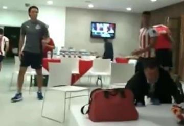 Reacción de chofer de Chivas con título de Concacaf