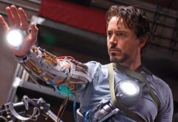 """Mujeres rezan para que Iron Man sane de una """"rara enfermedad"""""""