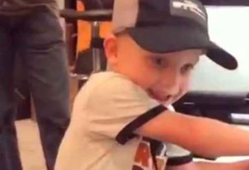 VIDEO: La habilidad con que este niño usa un rifle, desata polémica