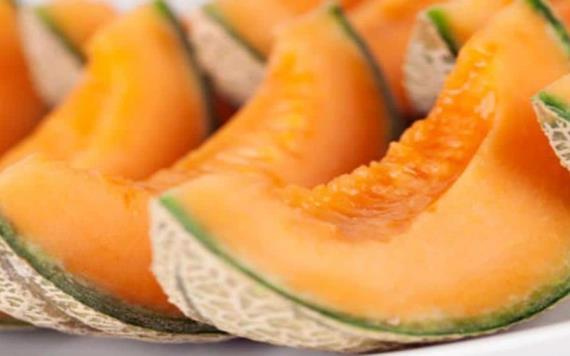 Subastan dos melones a 553, 750 pesos en Japón