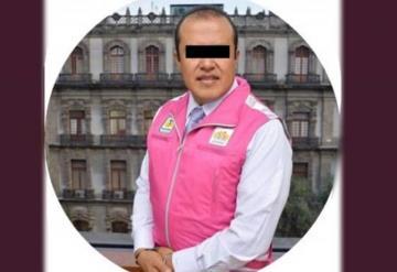 Funcionario golpea a su esposa frente a su hija de 2 años