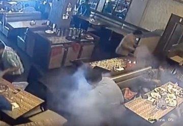 Video: Le explotó su celular en el bolsillo