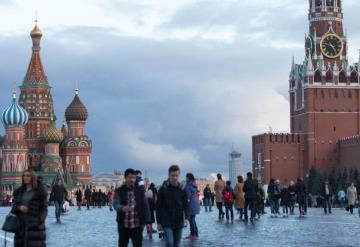 Capacitan a rusos para sonreír a turistas durante Mundial