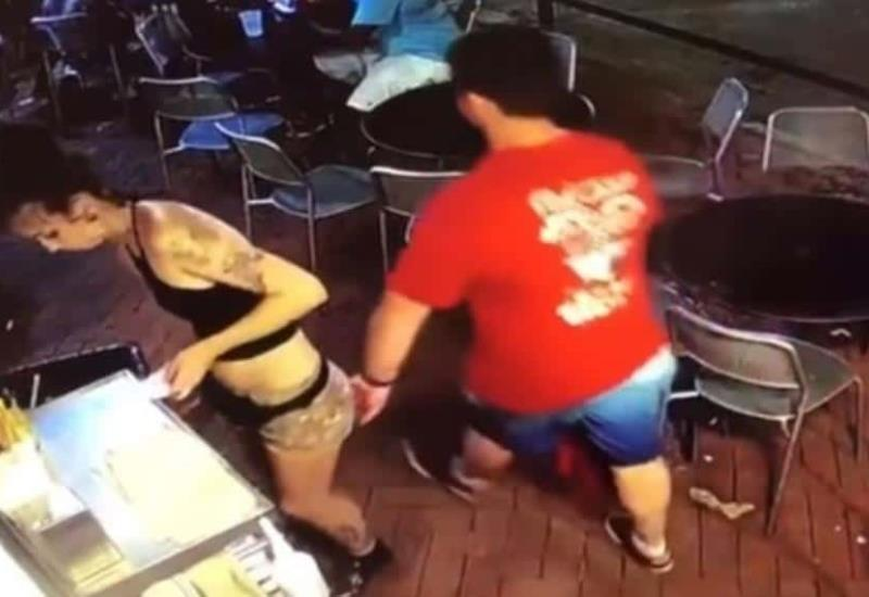 Video: Así reaccionó una mesera contra el sujeto que la manoseó