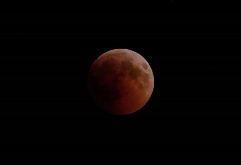 Eclipse y Luna de Sangre dan espectáculo al mundo