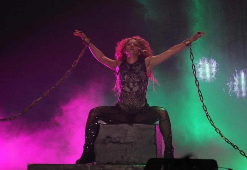 Shakira deslumbra en el Azteca después de 7 años de ausencia