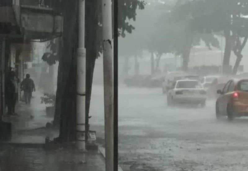 Imágenes de esta tarde de lluvia en Villahermosa, Tabasco