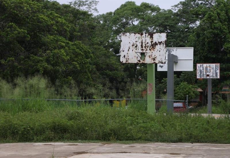 Así luce el parque de Infonavit Atasta, abandonado y lleno de basura