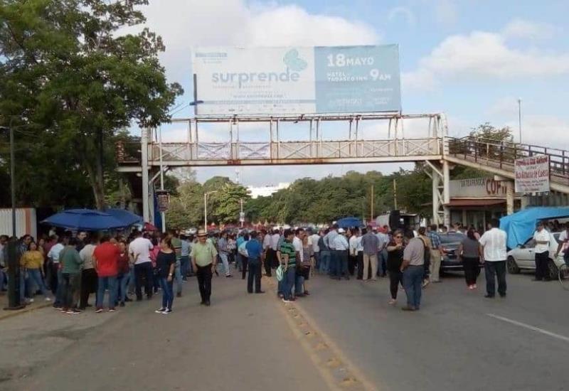 Maestros continúan con bloqueo sobre la avenida Gregorio Méndez