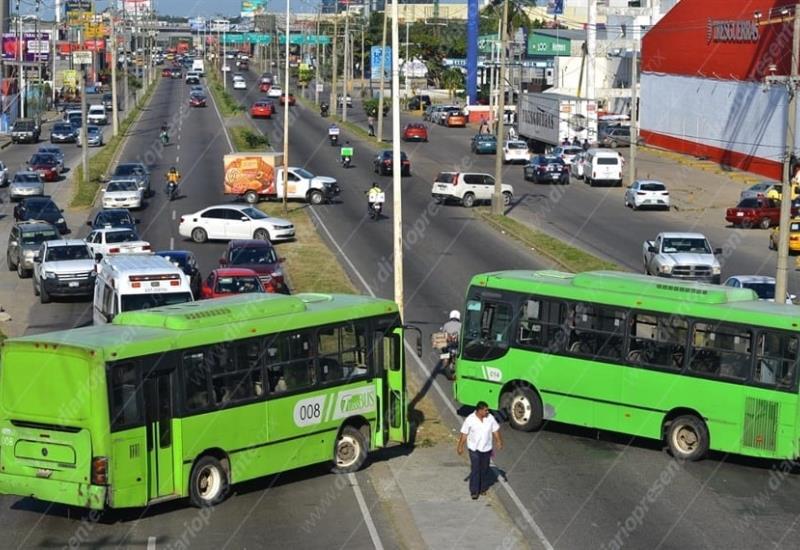 #FOTOGALERIA Así luce Periférico a la altura de la SCT por bloqueo de transportistas de Transbus