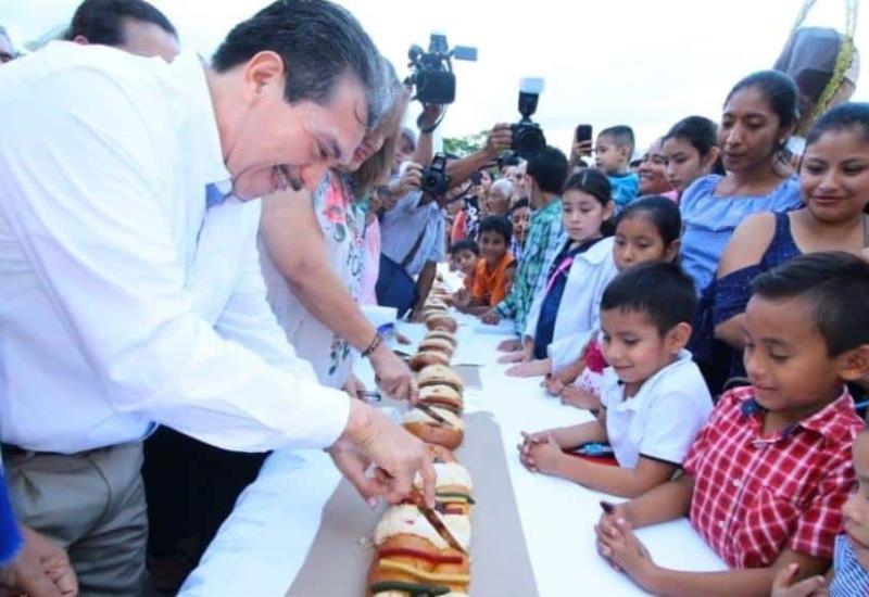 Cientos de niños disfrutan del festival de Reyes Magos de Súper Sánchez  y el Ayuntamiento de Centro