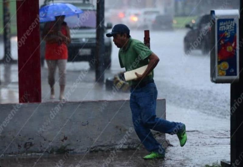 FOTOGALERÍA: Fuerte lluvia azota la capital tabasqueña