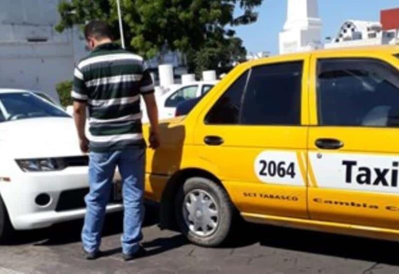 ¿Y quién tuvo la culpa? Camaro y taxi chocan en Av. 27 de Febrero