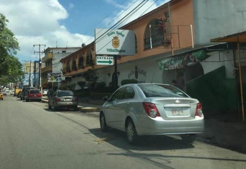 Así lucen las entradas de algunos moteles y hoteles de Villahermosa