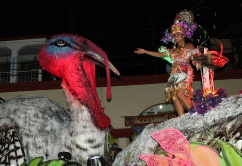 Así se vivió el Desfile de Carros Alegóricos en Comalcalco