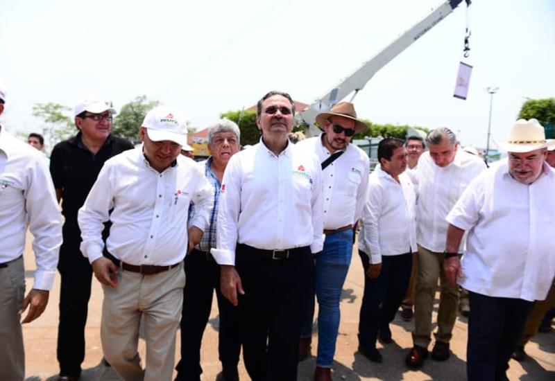 Director de Petróleos Mexicanos, Octavio Romero Oropeza visitó el stand de Pemex en la Feria Tabasco