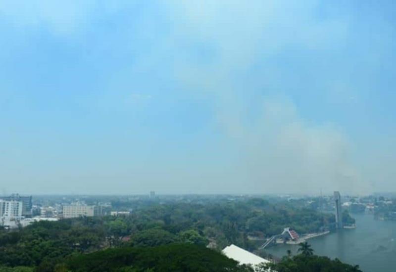 Así luce Villahermosa, ante el humo de los incendios de popales que afectan a la capital