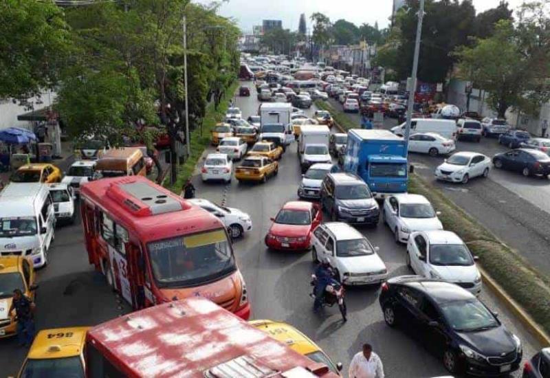 Tráfico pesado en Av. Universidad