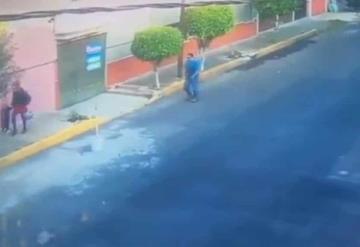 Captan a pervertido levantándole la falda a una mujer y policía ignora el hecho