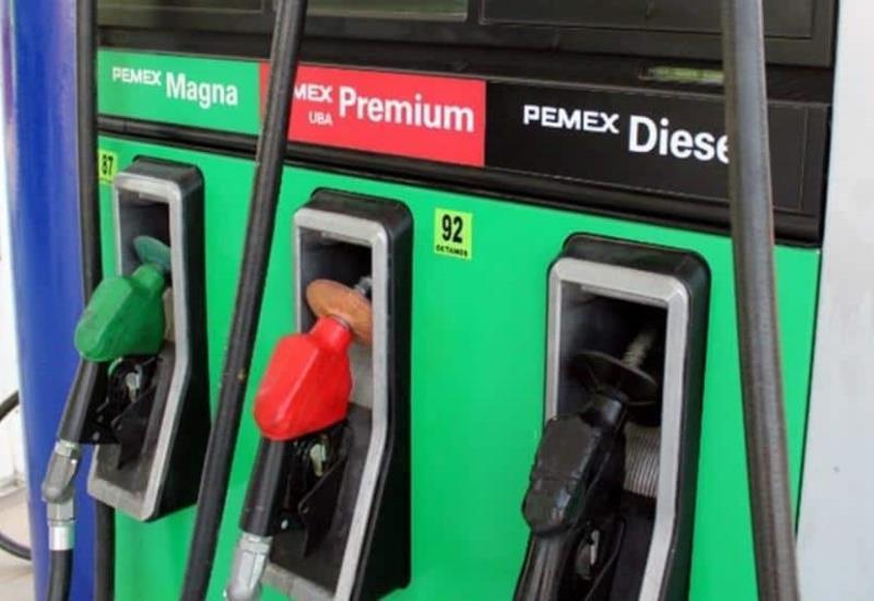 Llama AMLO  a gasolineros a que mantengan los precios de los combustibles bajos