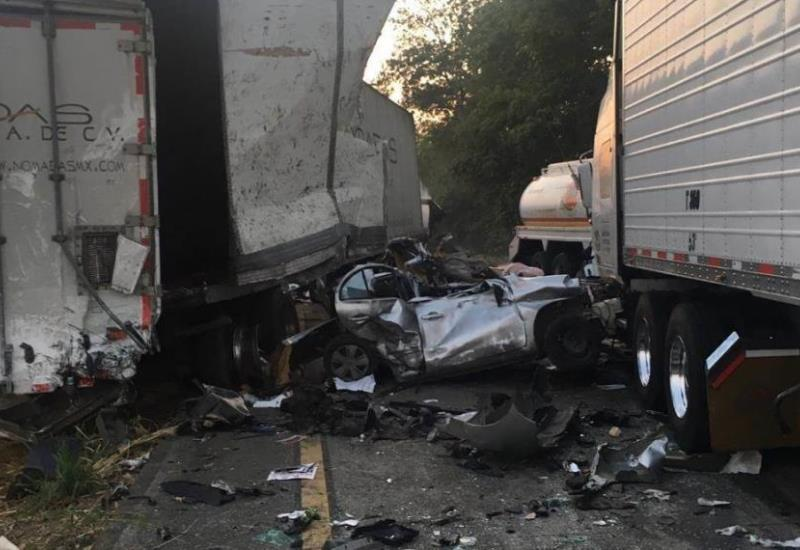 Trágico accidente en carretera  Cárdenas - Coatzacoalcos