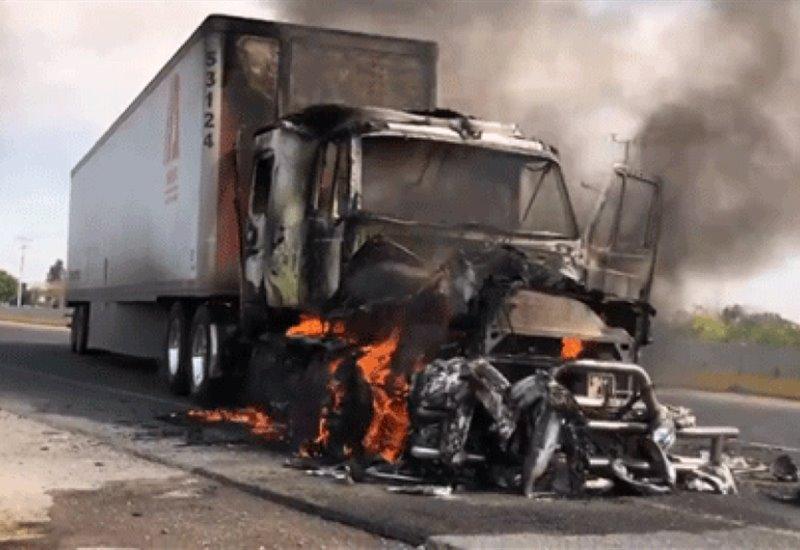 Fotogaleria: Grupos delictivos queman autos y comercios en Guanajuato