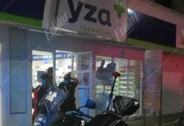 Amagan a empleado y asaltan farmacia en Villahermosa