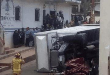 Deja 3 muertos camión del IMSS que se quedó sin frenos