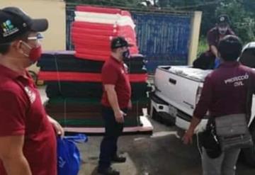 Familias afectadas por lluvias reciben apoyos en Balancán