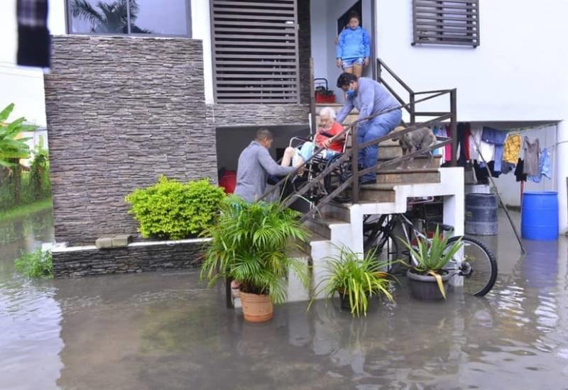 Lluvias dejan afectaciones en Colonias de Villahermosa