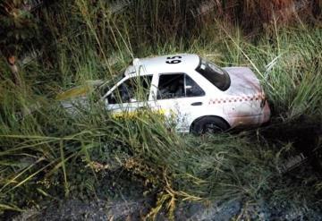 Taxi se accidenta en la Villahermosa-Chetumal