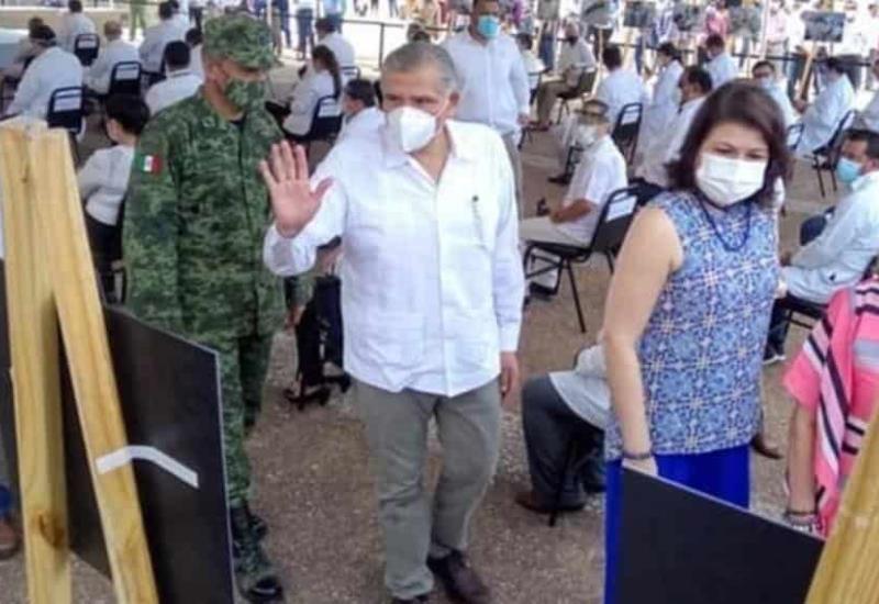 Destacan profesionalismo ante pandemia: Rinden homenaje a personal médico